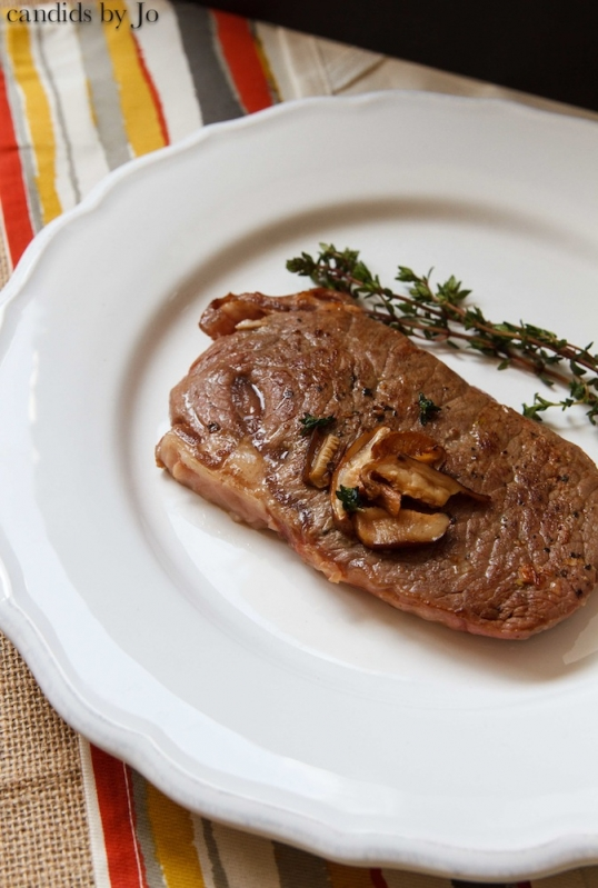 Sirloin steak with thyme