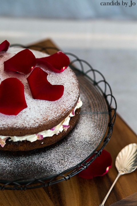 Pakistani_inspired_Victorian_sponge_cake_with_roses