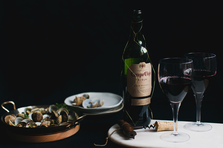 Garlic clams with Campo Viejo Gran Reserva red wine photo